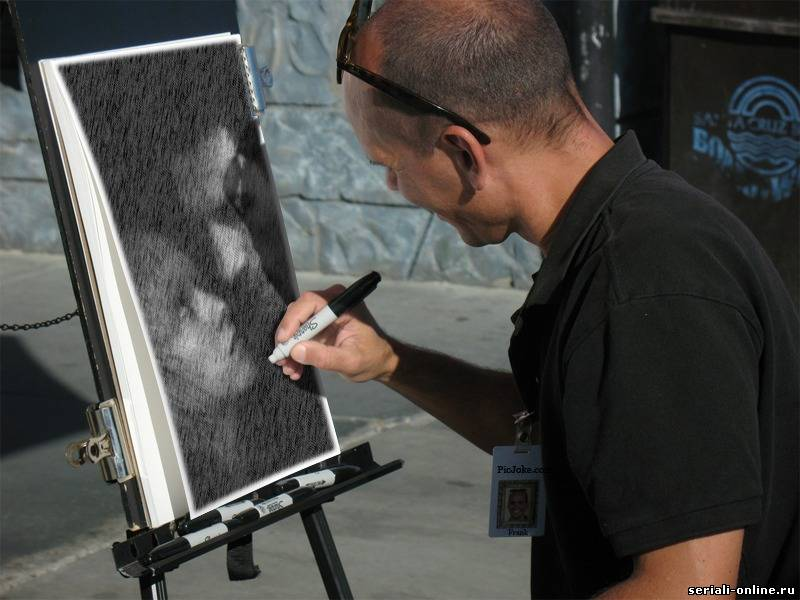 Первое фото это я в школе,а второе фото меня рисует художник.